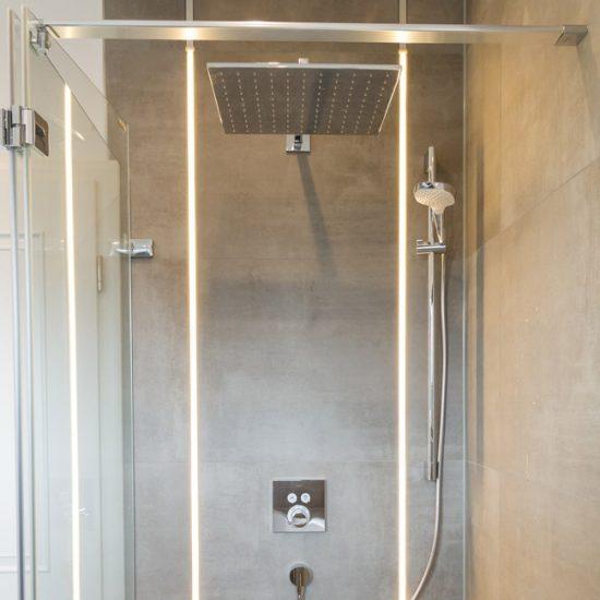 Badezimmer Heller Stein Dusche