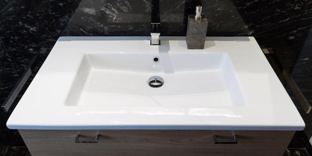 badezimmer dunkler granit kruschel gmbh. Black Bedroom Furniture Sets. Home Design Ideas